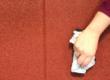 Como limpar piso emborrachado encardido